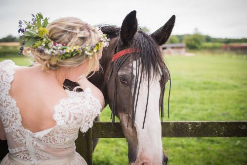 stratton-court-barn-real-weddings-gallery-003